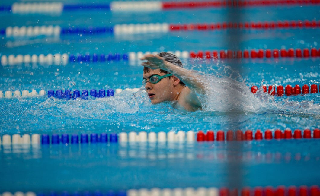 400m freestyle swimming competition